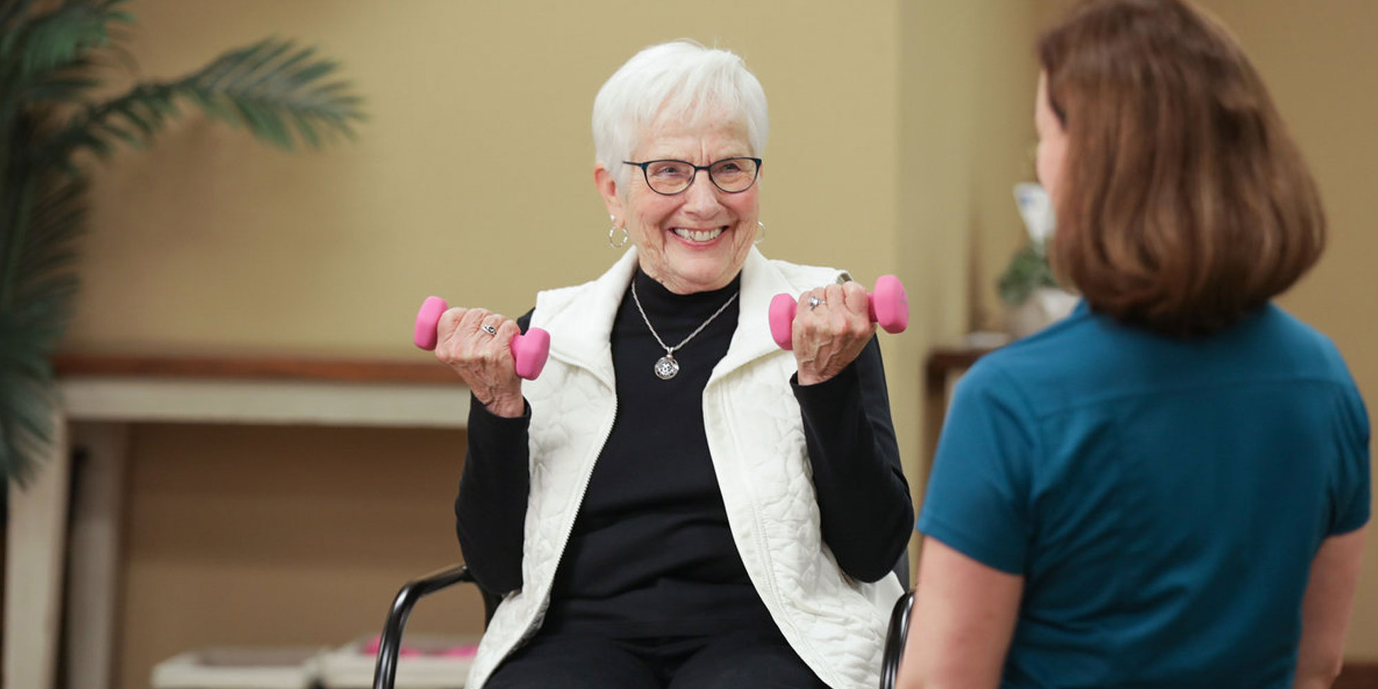 Heritage OnCare Physical Therapist assisting elderly woman with her exercises